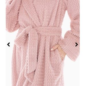 a18be58c6a Soma Intimates   Sleepwear - SOMA PLUSH TEXTURED LONG ROBE VINTAGE PINK
